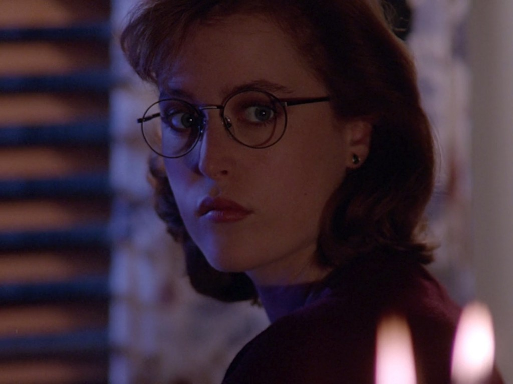 01x15_youngatheart_scullyglasses03