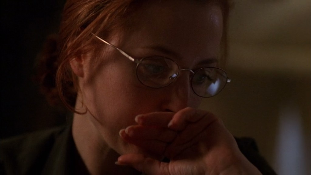 7x01_6thextinction_scullyglasses03
