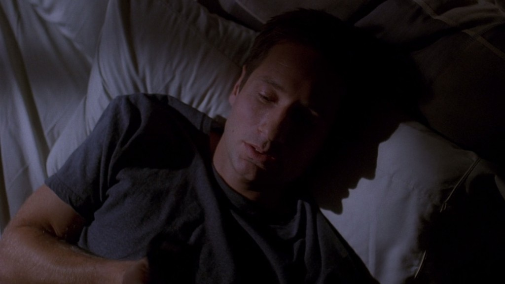 07x07_orison_mulder_in_bed02